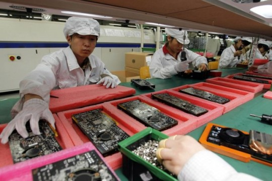 Supply Chain Apple foxconn-employee-