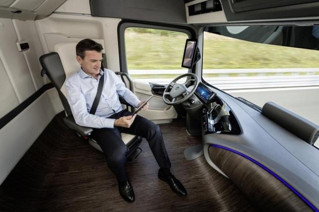 Interior-Mercedes-Future-Track-2025