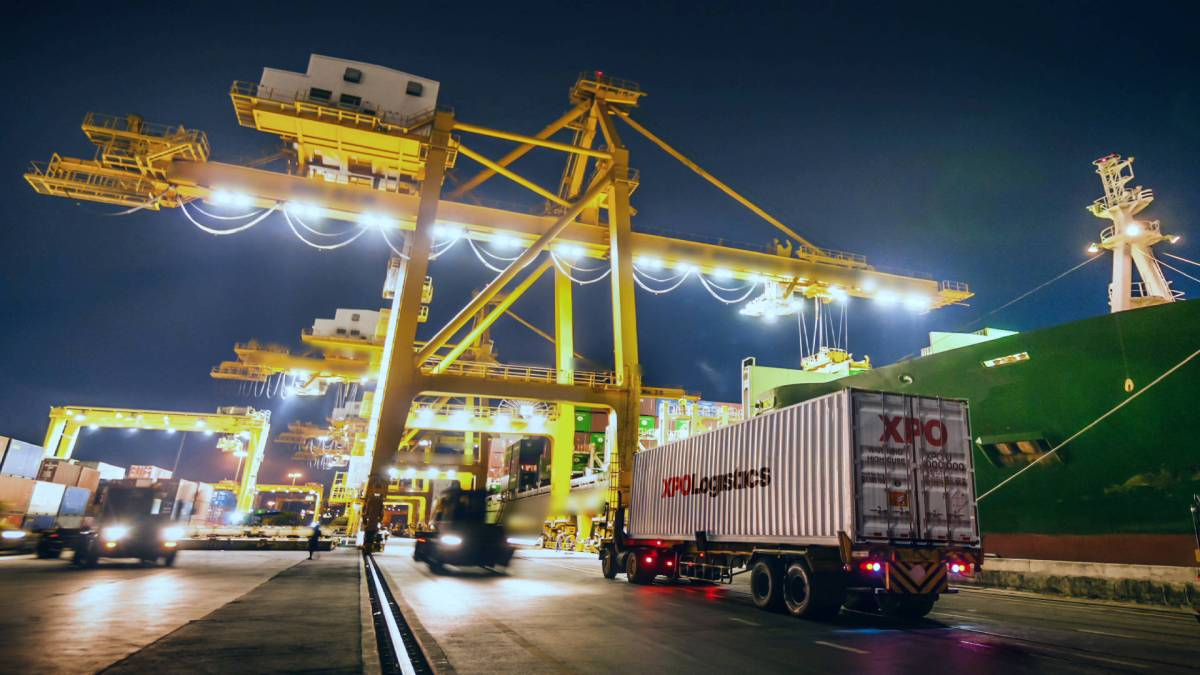 How does a logistics operator strengthens its last mile in 90% of the United States?