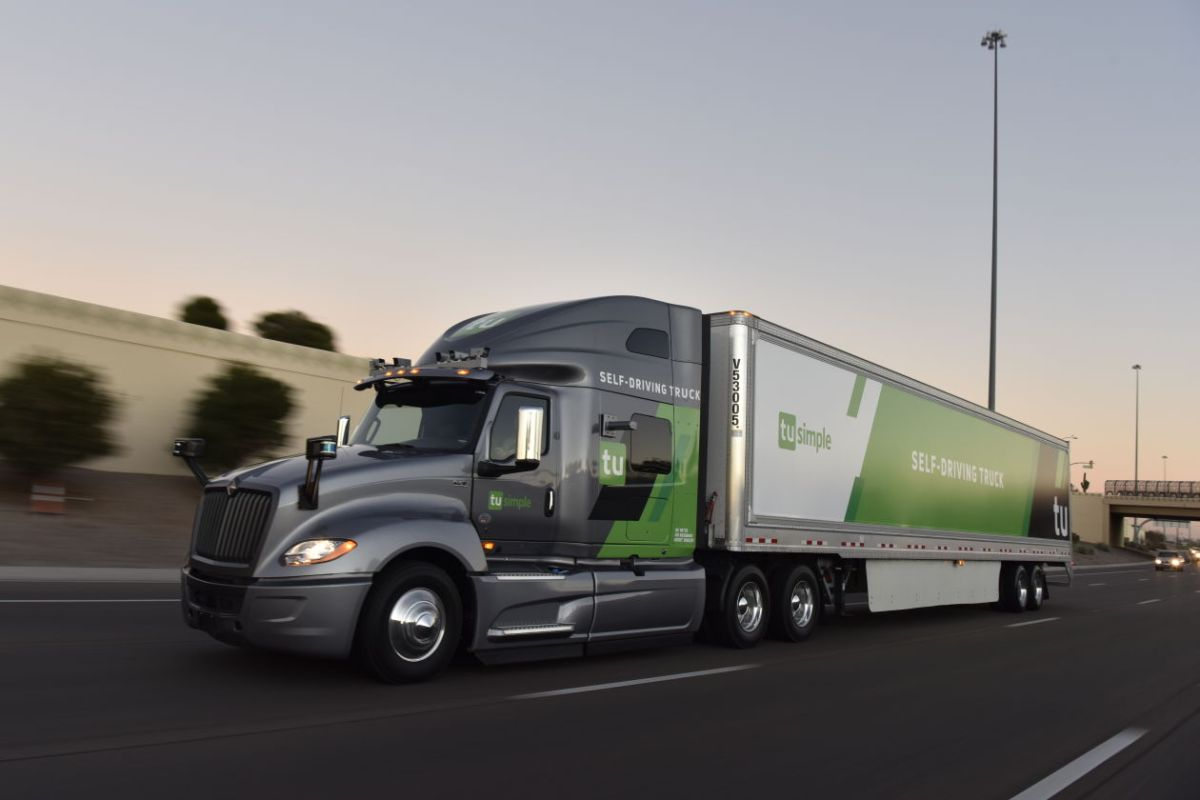 The U.S. Postal Service will conduct a two-week test using big rigs supplied by autonomous trucking firm TuSimple